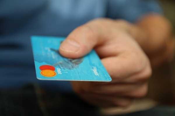 Opłaty za kartę – czy można ich uniknąć
